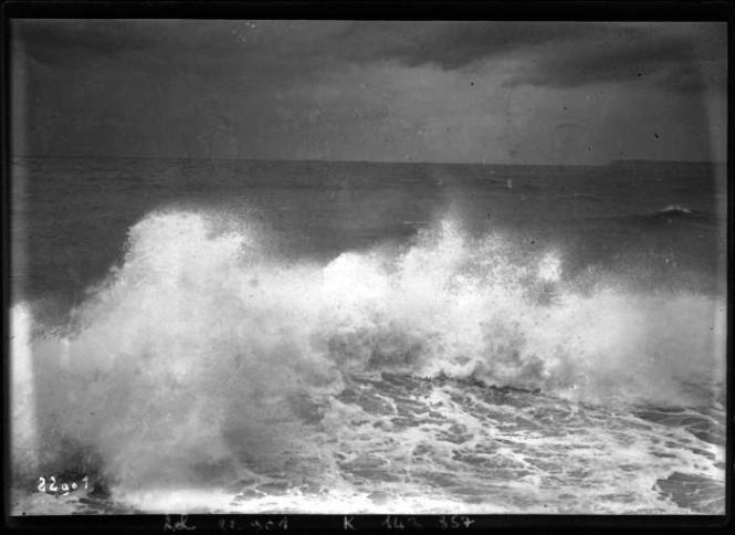 Seascape-Photo-Beach-with-waves